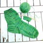 Frühlingsgrüne Socken