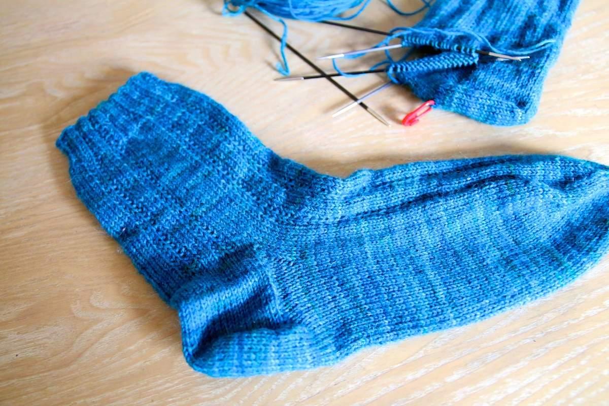 Socken mit Hebemaschenmuster stricken 2