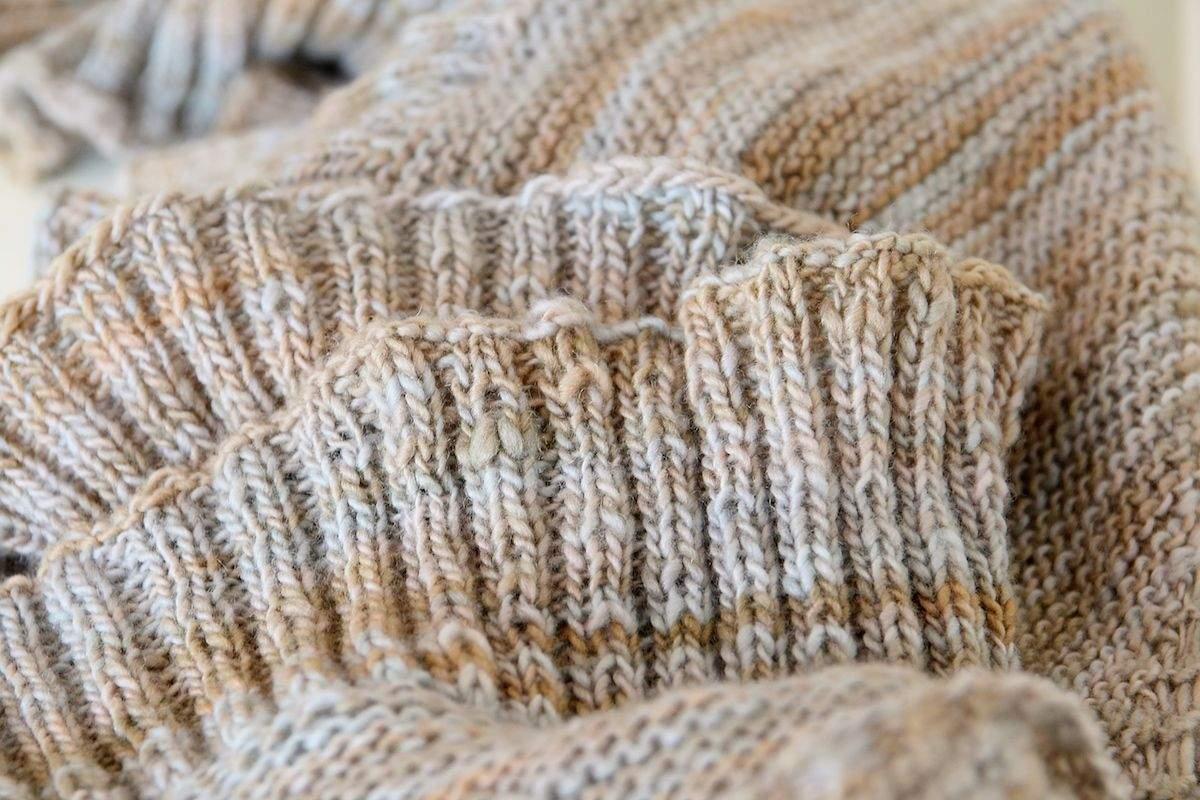 Halbrundes Tuch mit Rippenborte 2