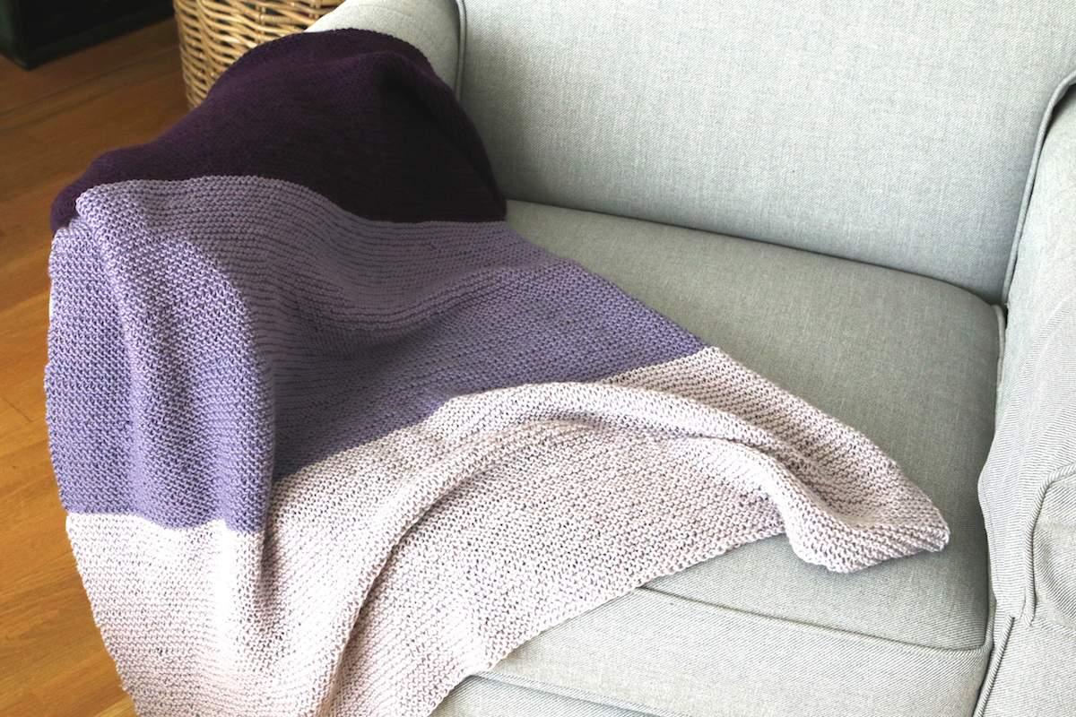 Fabulous Eine Babydecke stricken: Sömna - lila, gestreift und superweich XP21