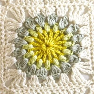 Blommande Grannysquare gelb