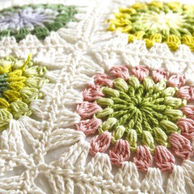 Blommande bunte Grannysquares