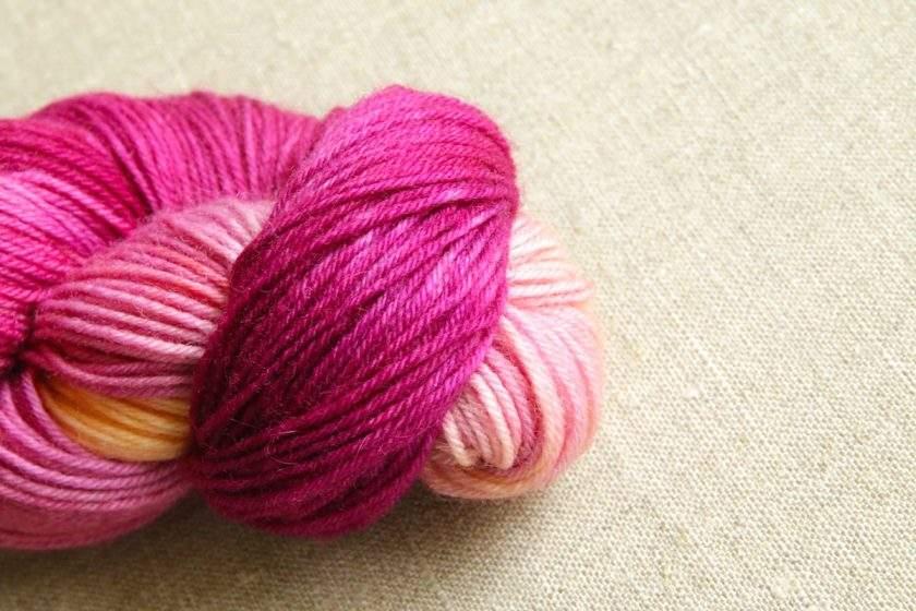 Handgefaerbte Sockenwolle von Gemacht mit Liebe