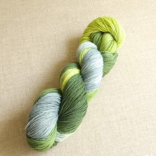 Handgefärbte Sockenwolle von Gemacht mit Liebe - Farbe Moos am Stein