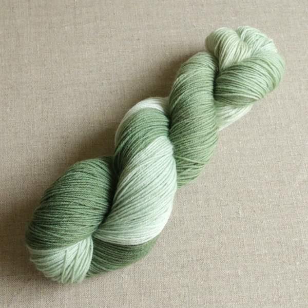 Handgefärbte Sockenwolle von Gemacht mit Liebe - Farbe Salbeiblatt