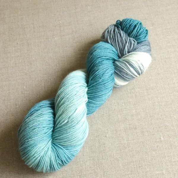 Handgefärbte Sockenwolle von Gemacht mit Liebe - Farbe Santorin