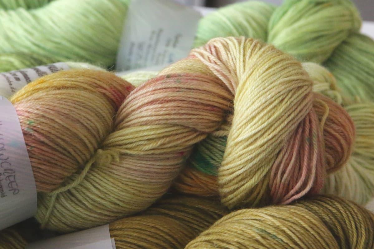 Handgefärbte Sockenwolle Knit with Love