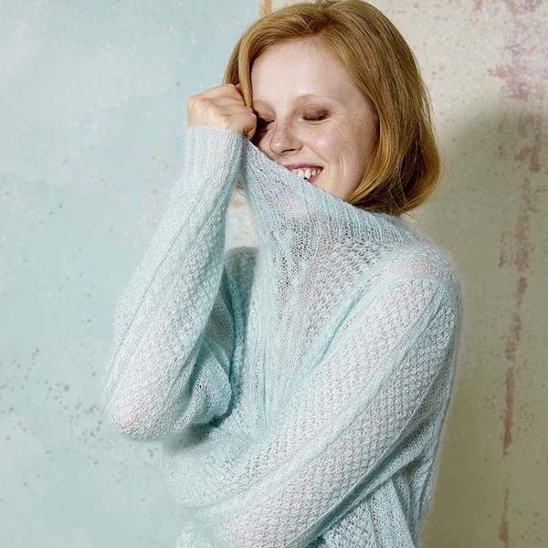 Luftiger Pullover mit Zopfmuster