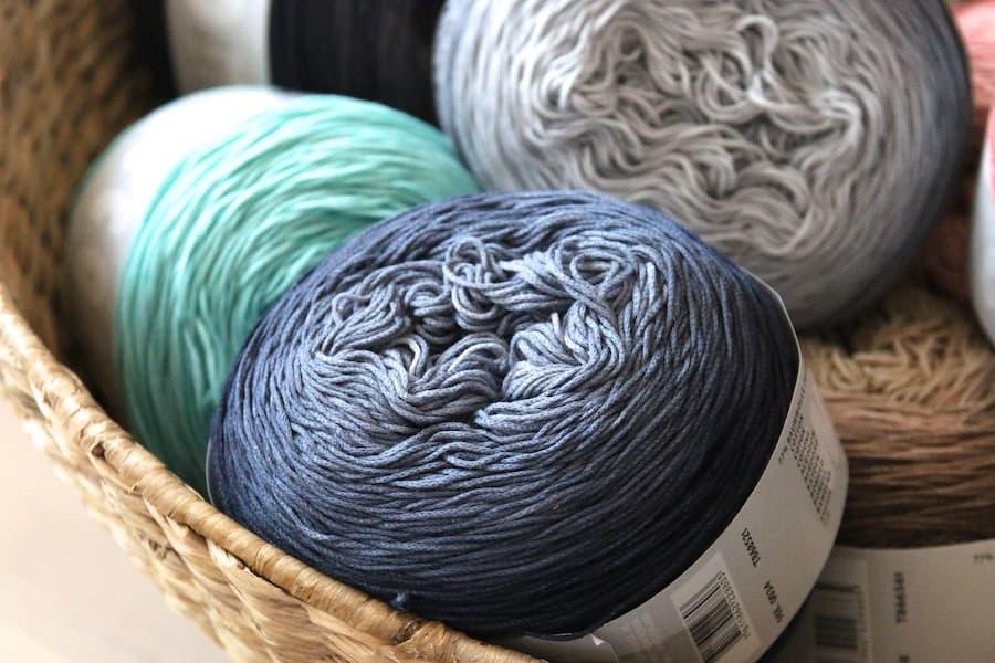 Sommergarn Lang Yarns Ayumi in Grau und Mint